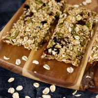 Healthy No-Bake Date + Oat Granola Bars