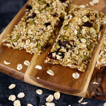 Healthy No-Bake Date + Oat Granola Bars